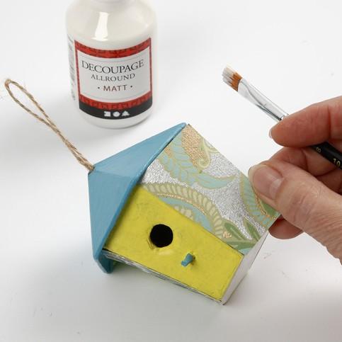 Customiser des nichoirs en papier fin Decopatch