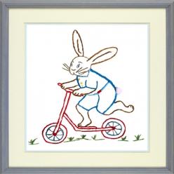 kit broderie traditionnelle lapin sur sa patinette  martine leonard