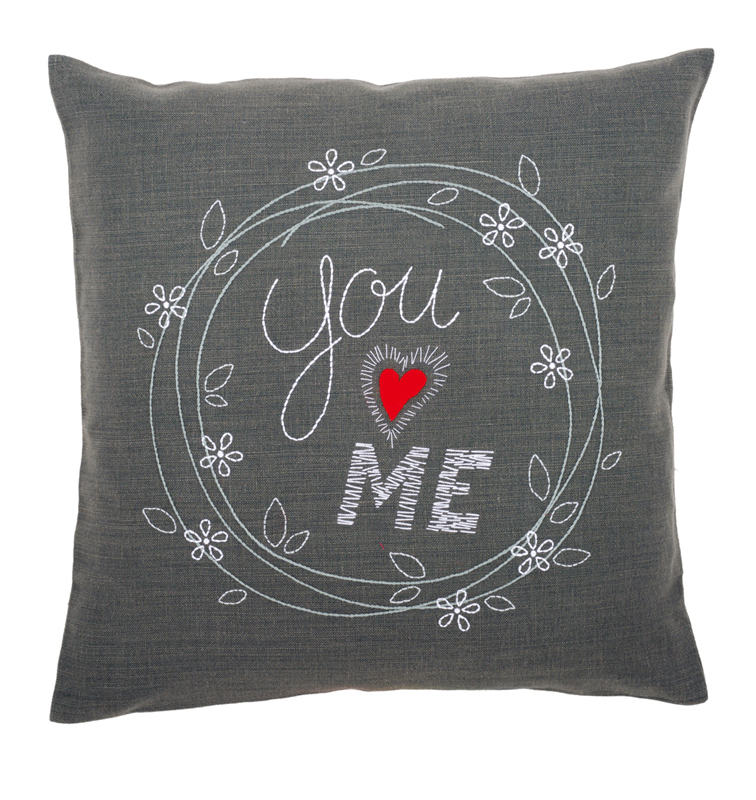 kit coussin broderie traditionnelle you and me