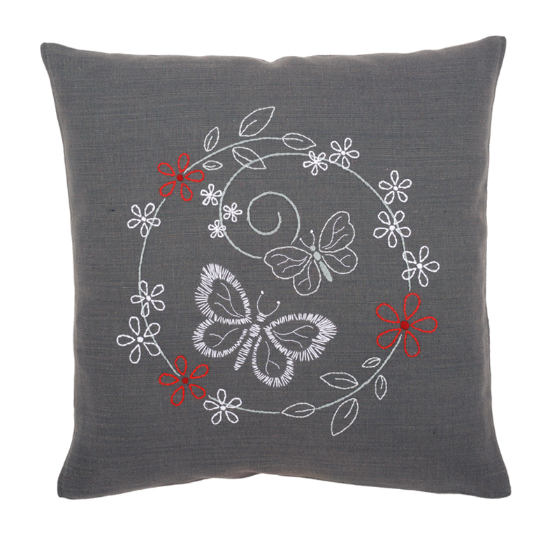 kit coussin broderie traditionnelle papillons