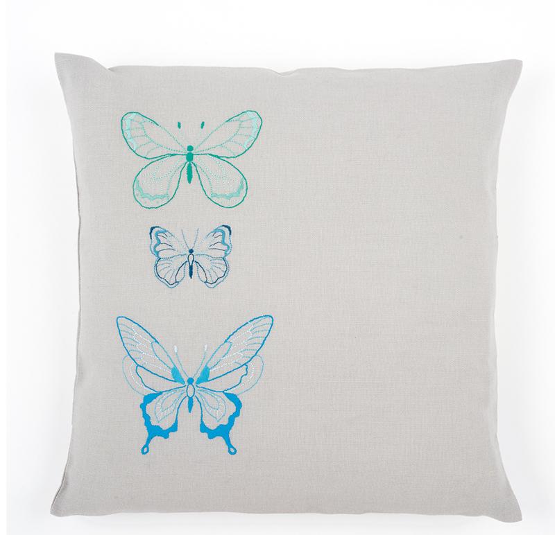 kit coussin broderie traditionnelle papillons bleus