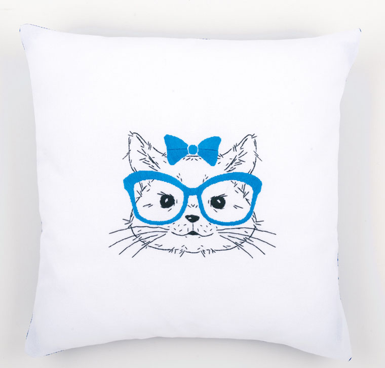 kit coussin broderie traditionnellechat a lunettes